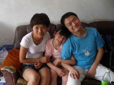 In the summer of 2012, Deng Chuanbin (right) took a Hong Kong journalist to visit Wenwen, an AIDS orphant in Linying, Henan province.
