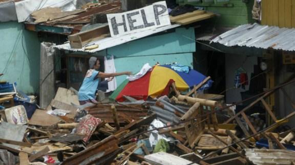 中国网民争议政府是否应该大力援助菲律宾救灾。