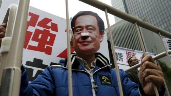160212084243_hongkong_demonstration_lee_bo_976x549_reuters_nocredit