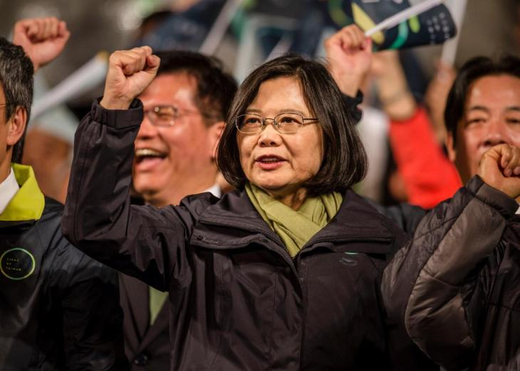 505204486-tsai-ing-wen-waves-to-supporters-at-dpp-headquarters.jpg.CROP.promo-xlarge2