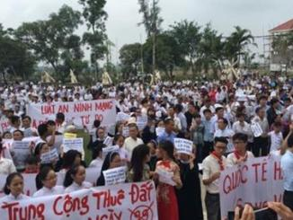 Demonstration-in-Vietnam-against-the-3-new-Special-Economic-Zones