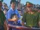 Le-juge-donne-l'ordre-de-faire-taire-leprêtre-Nguyen-Van-Ly