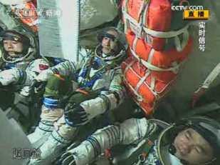 Shenzhou 7 crew during launch