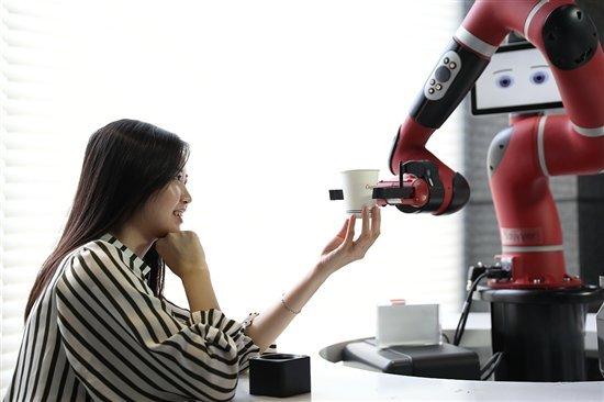 【News】中国でロボットがサービスを提供してくれるロボットカフェの誕生!