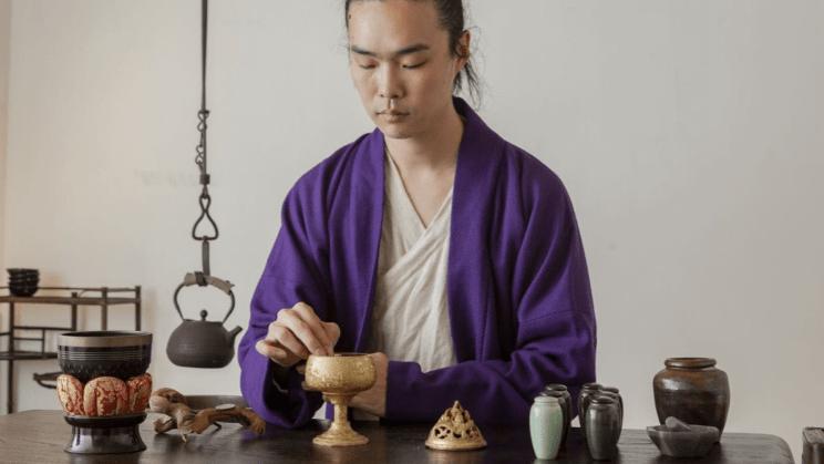 梁千里和他一套制香工具 摄影Yang Xiaozhe