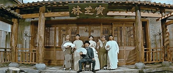 身着西装的黄飞鸿。 《黄飞鸿之壮志凌云》,1991