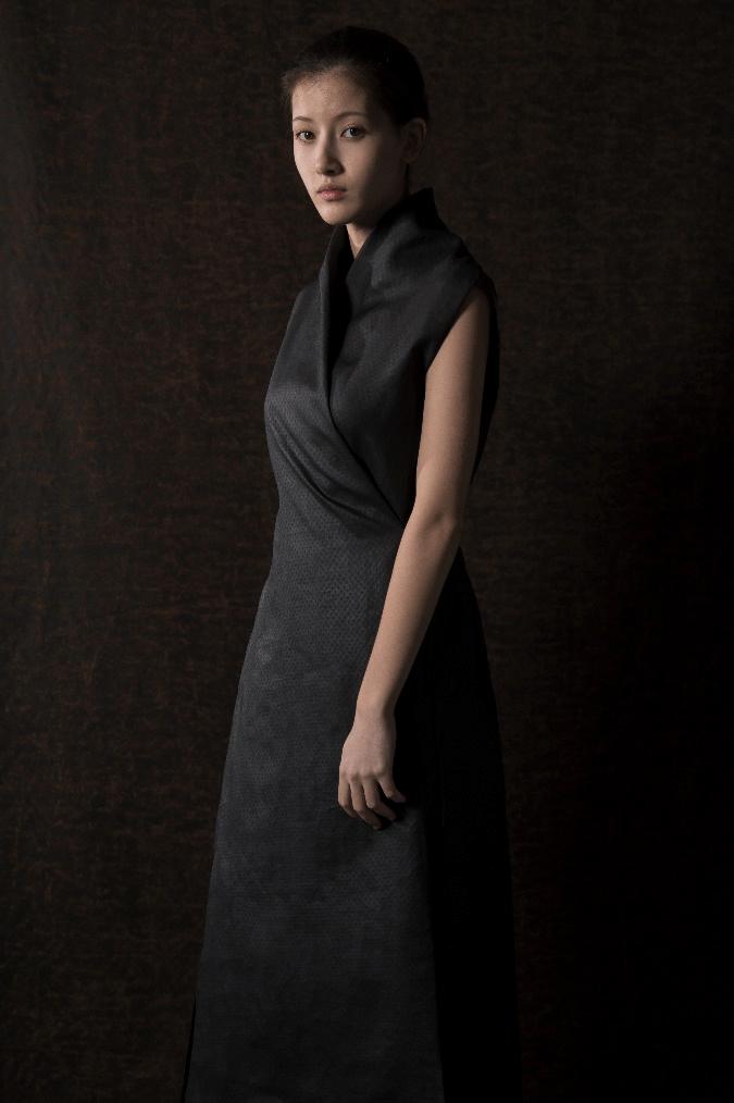 RECHENBERG香云纱连衣裙作品。