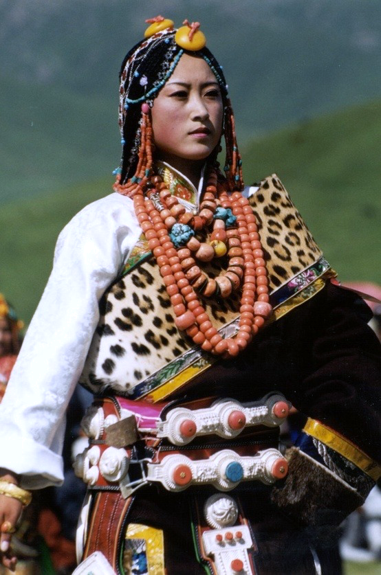 Tibetan woman from Golok Amdo in traditional finery. Source: Voyage Visuelle