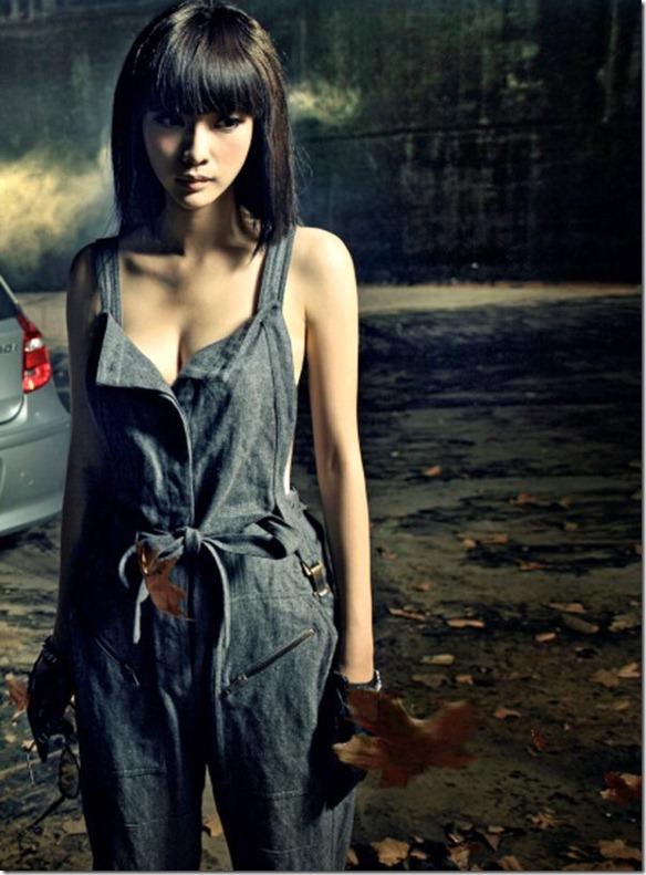Sexy-female-anchor-Ada-Liu-Yan-became-glamorous-and-sexy-car-model-4_thumb