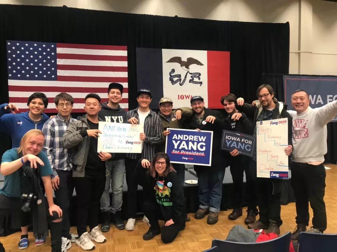 杨安泽在爱荷华开了一个大party,为民主党辩论会奏响主题曲