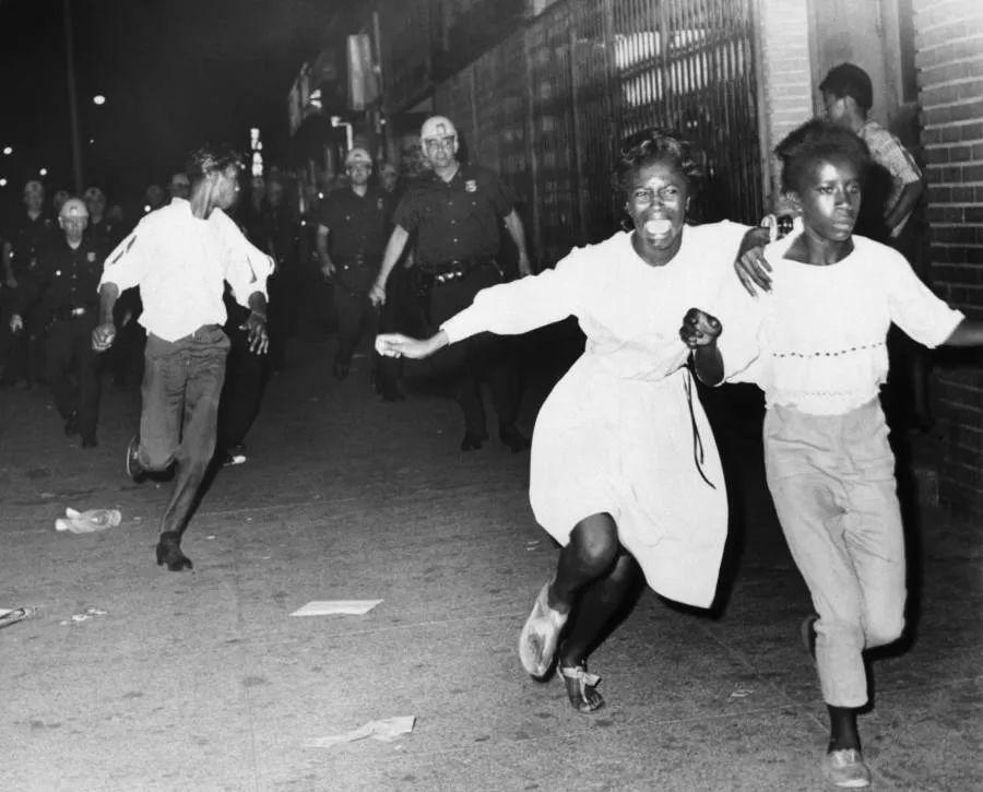 """马丁·路德·金的民权运动真的和平吗?有人说""""不是!"""""""