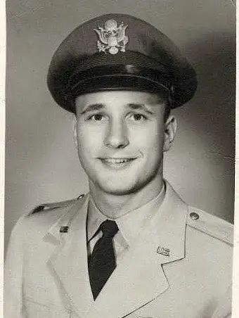 一位87岁的退役老兵共和党选民在生命的最后时刻的最后抉择