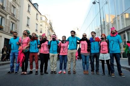 政府連日打擊反同性婚姻的和平集會,拘捕手無寸鐵的學生。這是民主?