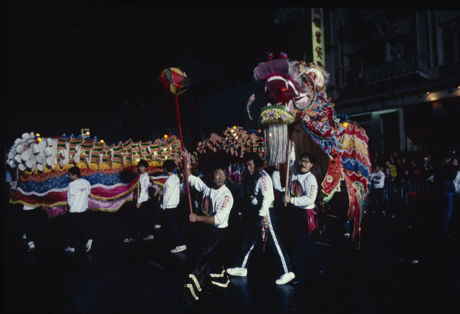 1989 SL 037 Leungs White Crane performing Golden Dragon
