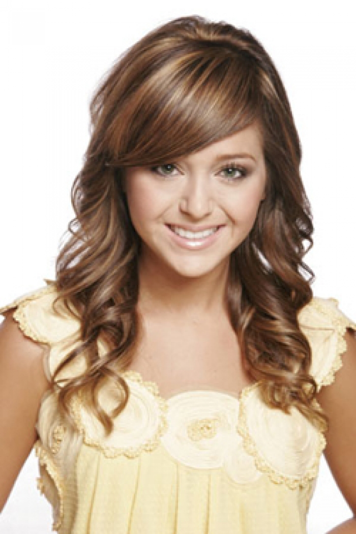 Women-Wavy-Long-Hairstyles-with-Bangs