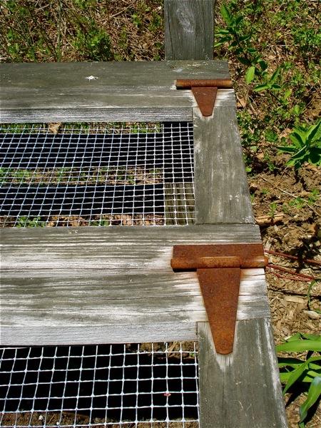 hinged-compost-bin-lid