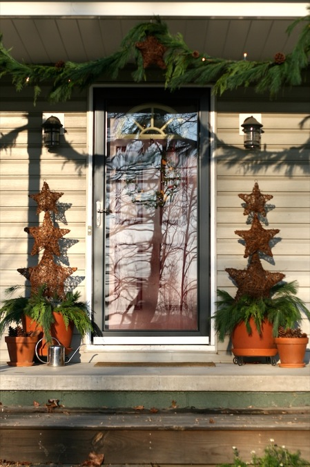 Front_porch_Christmas_decorations