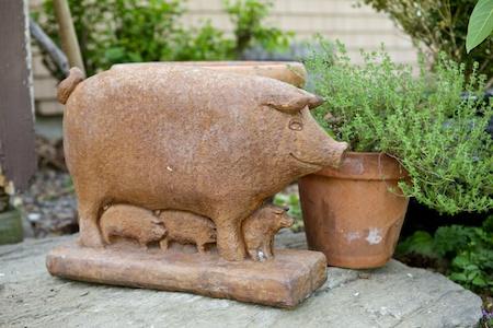 pig statue 1
