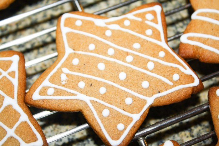 Star Crunchy Gingerbread Cookies decorated with white icing