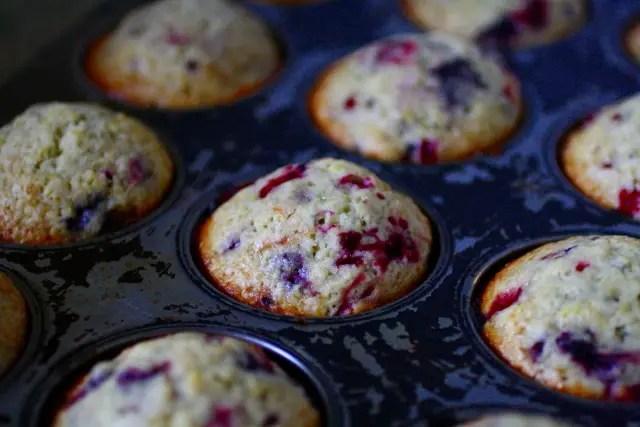 muffin de mora y limón, muffin de mora, muffin de limón, cómo hacer cupcakes, frosting de limón