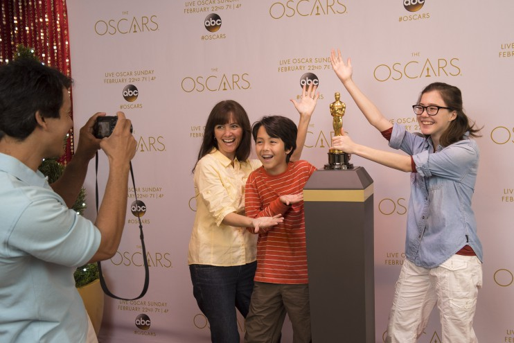 Guests Can Pose with an Authentic Oscar Statuette at Hollywood Studios