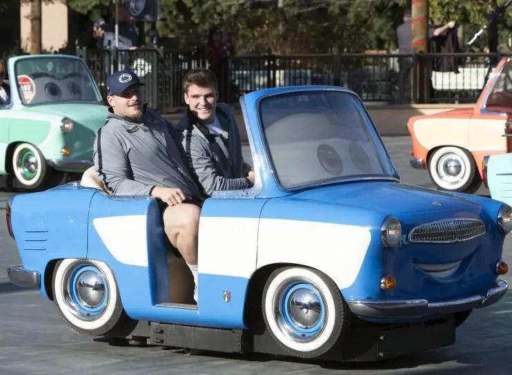Rose Bowl Players Visit Disneyland Before Big Game