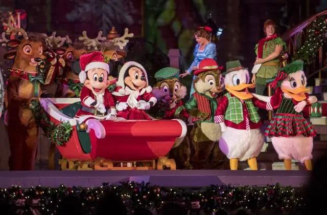 Holiday Entertainment at Magic Kingdom the Week of Christmas
