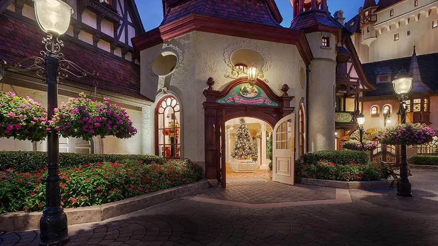 It's a 'Feliz Navidad' at Disney World All Year Long!