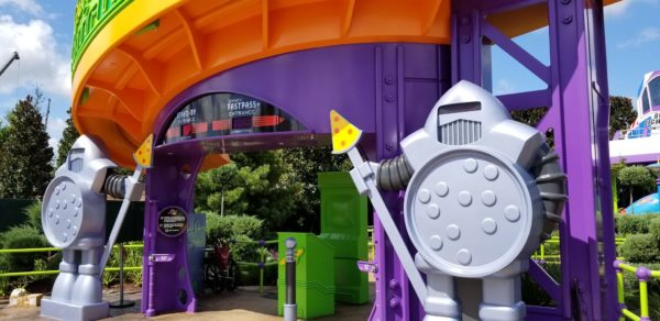 First Look At Alien Swirling Saucers In Toy Story Land! 4