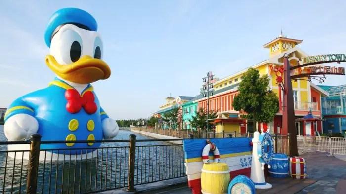 36 Foot Tall Donald Duck at Shanghai's Disney Town 3