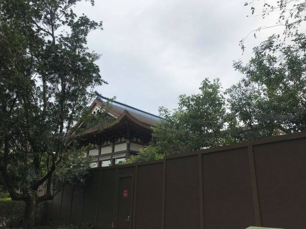 Japan construction walls are up for a NEW restaurant!