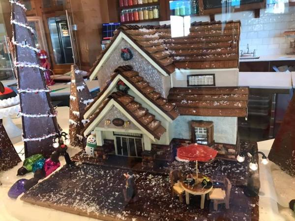 New Holiday Delights Appear at Amorette's Pattisserie