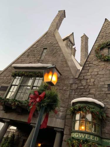 """The""""Magic of Christmas"""" Comes Alive at Wizarding World of Harry Potter 2"""