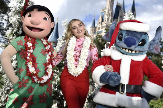 25 Days of Christmas Holiday Party from Disney Parks on Disney Channel Tonight 6
