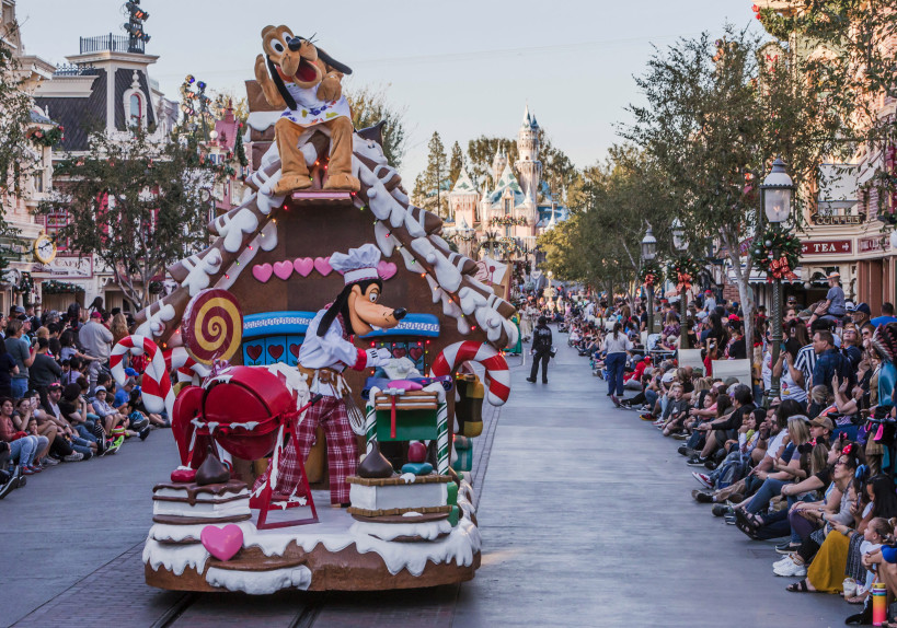 Santa Fell Out of His Sleigh During the Parade at Disneyland