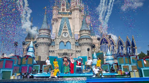 25 Days of Christmas Holiday Party from Disney Parks on Disney Channel Tonight 1