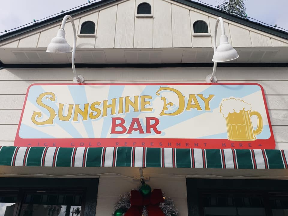 Come Grab a Few Drinks at The Sunshine Day Bar!