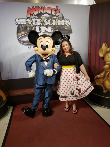 Minnie's Silver Screen Dine Offers Red Carpet Treatment 3