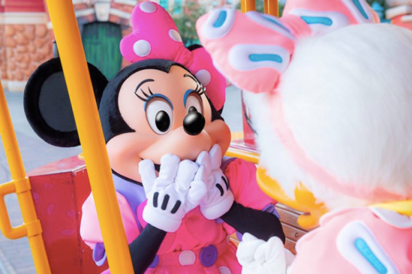 Minnie Mouse's Day Out with Daisy Duck at Tokyo Disneyland! 8