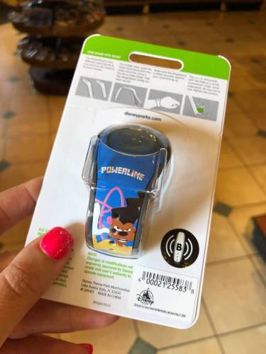 Stand Out Above The Crowd With The A Goofy Movie MagicBand 4