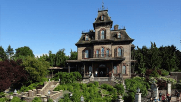 The Secrets of Phantom Manor at Disneyland Paris! 1