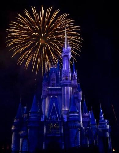 Sneak Peek of all new Minnie's Wonderful Christmastime Fireworks 2