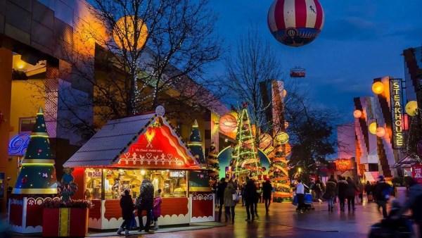 Christmas In Disneyland Paris.A Magical Enchanted Christmas At Disneyland Paris Disney