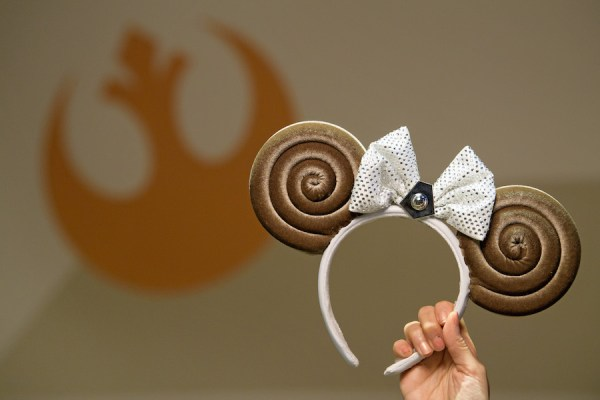 Ashley Eckstein Meet and Greet at Hollywood Studios on October 4 to Celebrate Princess Leia Inspired Ears Release