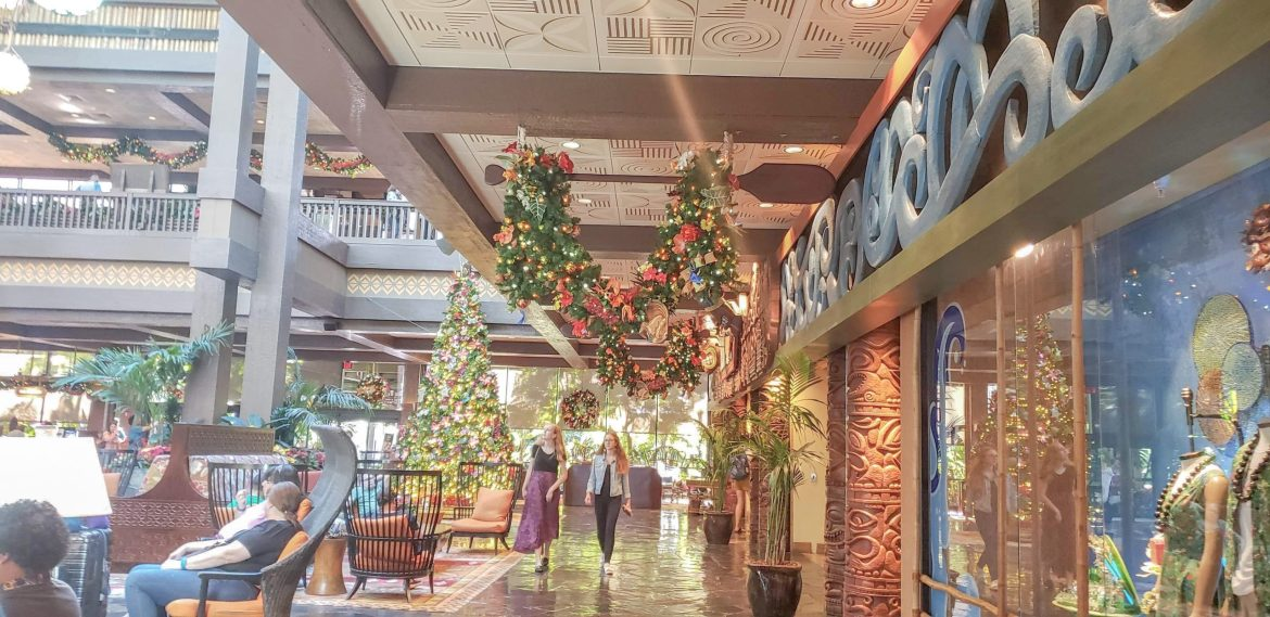 Disney's Polynesian Resort Finishes Decorating For a Tropical Christmas
