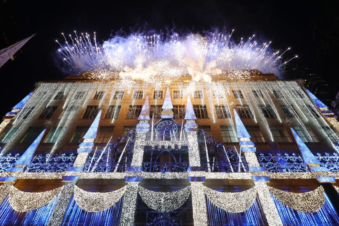 """SAKS and DISNEY Celebrate the Season with Disney's """"FROZEN 2"""" and a Very Special Unveiling Performance by Idina Menzel"""
