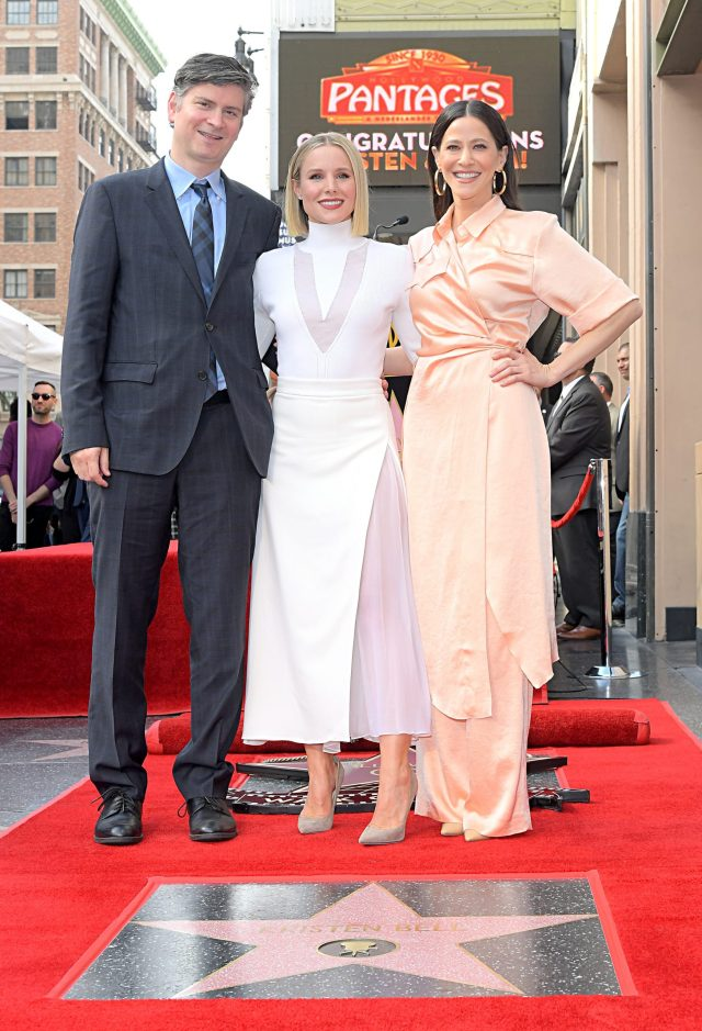 Stars of Frozen 2 Honored With Stars on Hollywood Walk of Fame 3