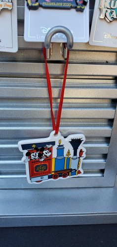 Preview of Merchandise for Mickey & Minnie's Runaway Railway! 4