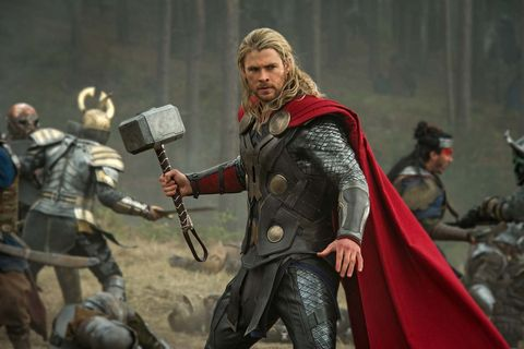Chris Hemsworth's Wife Claims He Stole 5 'Mjolnir' Hammers From Marvel 3
