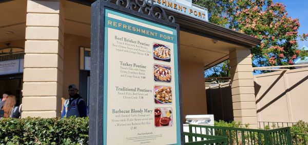 Enjoy Holiday Eats and Drinks at Refreshment Port 5